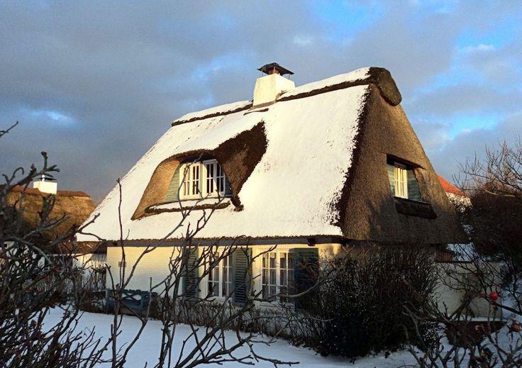 Reetdachhaus auf Juist im Winter