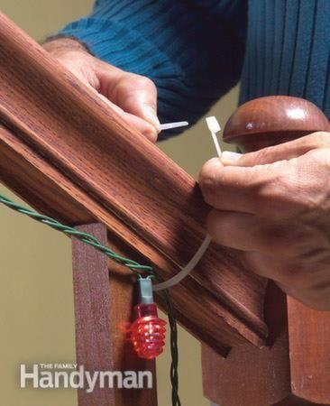 Utilizar bridas para sujetar las luces de Navidad