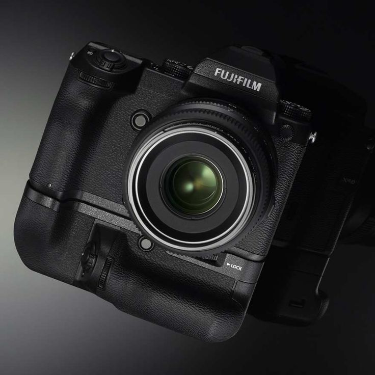 Fujifilm's Toshihisa Iida discusses the company's GFX 50S medium format mirror…
