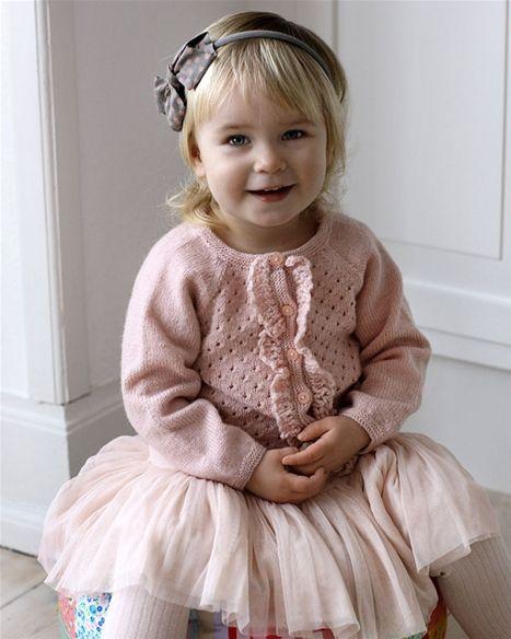 Strik selv: Fin rosa pigejakke med flæser - Hendes Verden