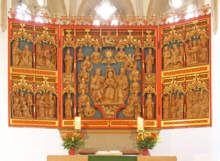 1124 oder 1127 fand in Clus die Einweihung der Kirche des Benediktinerklosters durch den Hildesheimer Bischof in Anwesenheit der Äbtissin des Reichsstiftes Gandersheim statt. Der Äbtissin von Gandersheim gehörte das Kloster Clus als Eigenkloster. Den ersten Konvent bildeten Corveyer Mönche. Der erste Abt Heinrich war der Vetter von Richenza, der Gemahlin König Lothars III. von Süpplingenburg, der später deutscher Kaiser wurde. So erfuhr das Kloster anfangs eine besondere Förderung. Dem Abt…