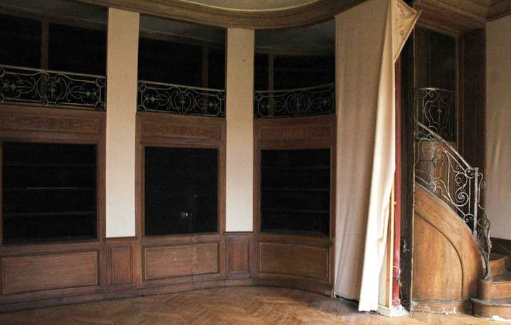 Two storey wood library from the 1940's - Paneled rooms