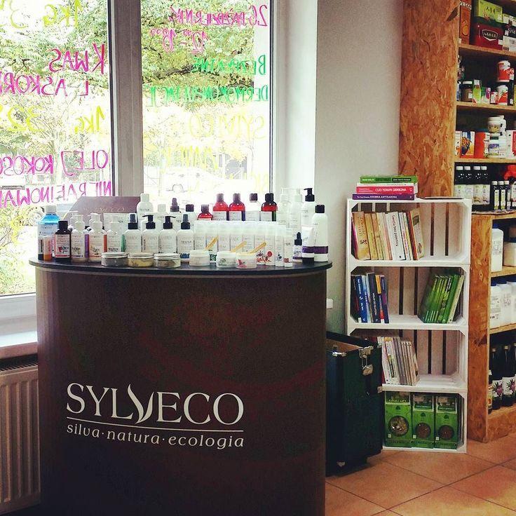 Pamiętacie że dziś u nas są dermiokonsultacje Sylveco Vianek i Biolaven? Warto skorzystać - przemiła Pani dermokonsultantka zbada waszą kondycję skóry poziom nawilżenia skóry oraz dobierze naturalne kosmetyki. Dodatkowo otrzymacie na nie 10% rabatu oraz naturalną wcierkę do skóry głowy przy zakupie powyżej 50zł. Zapraszamy! #sylveco #vianek #biolaven #biomarketpoznan #natural #cosmetics #love #instalike #instaspic #instagood #healthyhabits