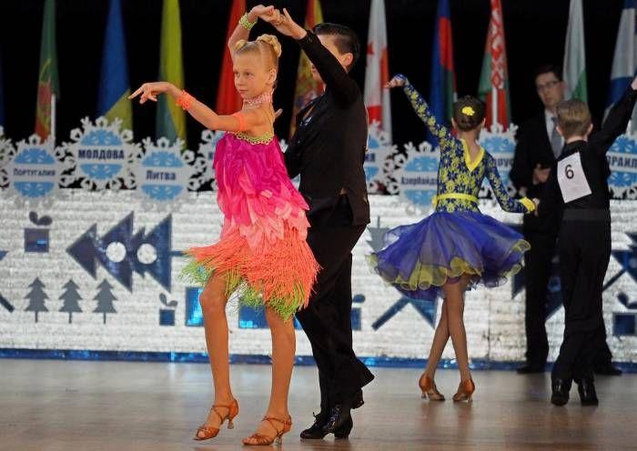 в Витебске закончился ХХХII Международный турнир по спортивным бальным танцам  Минувшие танцевальные выходные в Витебске подарили незабываемые впечатления от концентрации невероятно красивых танцоров. «Витебская снежинка» – турнир по спортивным бальным т�