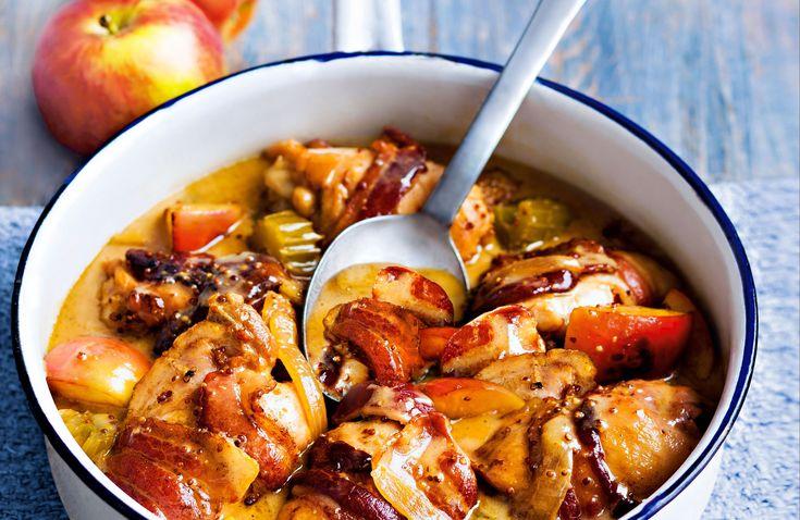 Denna mustiga och gräddiga kycklinggryta med bacon, äpple och cider är enkel att göra och en riktig allt-i-ett-succé. Vill du ha den ännu matigare så tillsätter du tre potatisar i bitar som får koka med.
