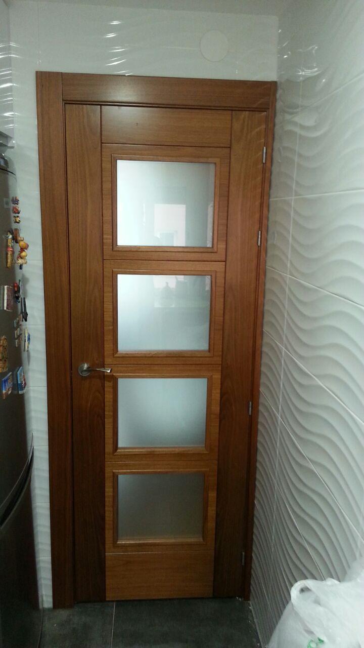 Modelo 8006 vg4 cristal mate en madera de etimoe puertas for Cristales para puertas de madera