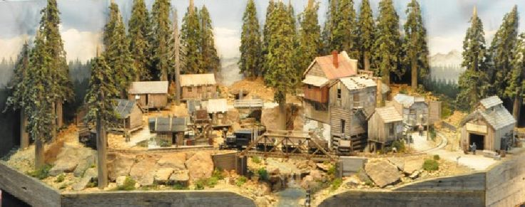 MODEL RAILROADING with LAURIE   On30 Display