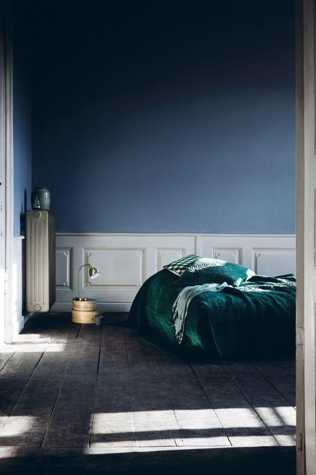 Sovrum med blå vägg