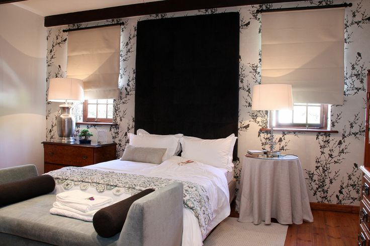 Manor House bedroom with king bed