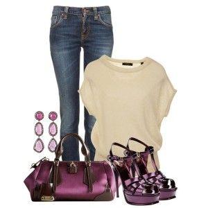 С чем носить фиолетовые босоножки: джинсы, светлый топ или кофточка, фиолетовая сумка, бижутерия в тон