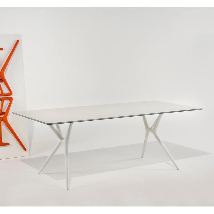 Tavolo pieghevole Spoon Table 140 by Kartell  http://www.keihome.it/tavoli-e-sedie/tavoli/spoon-table-140-kartell/1732/
