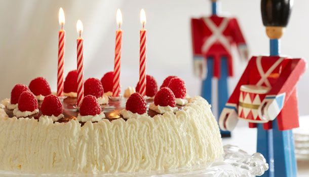 I anledningen af Familie Journals fødselsdag i dag d. 7. januar, får I her opskriften på en god gammeldags lagkage. Vi håber I har lyst til at fejre dagen med os!