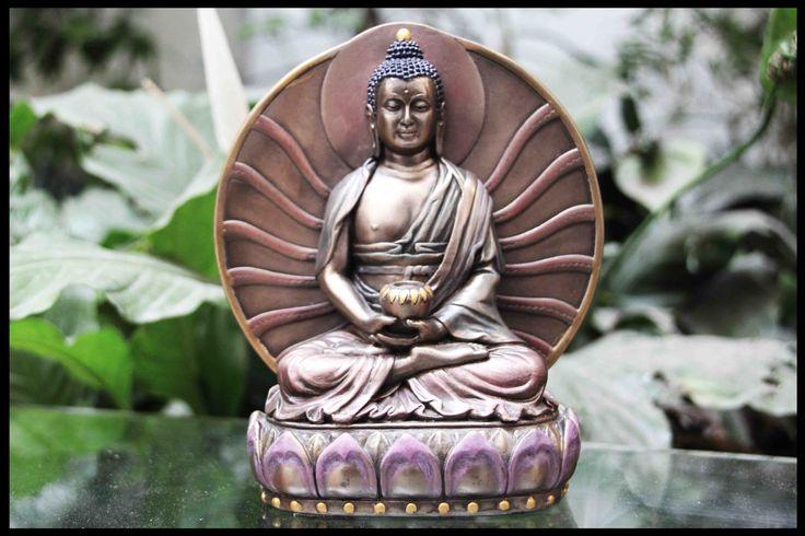 Sakyamuni o Siddartha. Representa a la perfección el concepto de «búsqueda espiritual» según las antiguas creencias, sobre todo de naturaleza oriental. Es decir, el incansable esfuerzo interno o la catarsis que conduce a la unión liberadora con la divinidad o nirvana y por la que todos los seres humanos tarde o temprano se verán obligados a realizar (autorrealización) para alcanzar algún día la iluminación, después, eso sí, de experimentar las necesarias y aleccionadoras reencarnaciones.  15…
