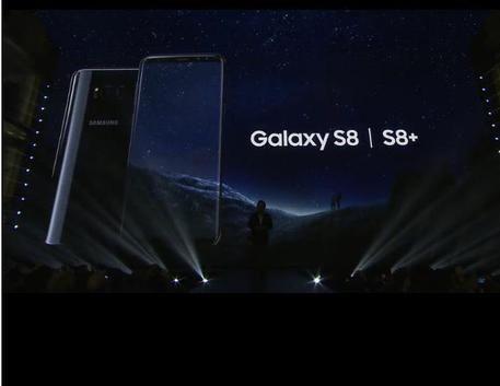 #3BusinessNews: Samsung lancia i nuovi Galaxy S8 e S8+ Super display e l'assistente virtuale Bixby. http://www.ansa.it/sito/notizie/tecnologia/hitech/2017/03/29/samsung-volta-pagina-lancia-galaxy-s8-e-s8_6a0610e3-1603-4b64-baff-2968e2fdfed0.html