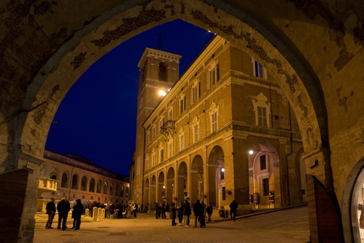 Fabriano town square by night - Marche - Italy  photo by Sandro Bedessi