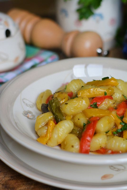 gnocchi di patate con zucchine, melanzane e peperoni