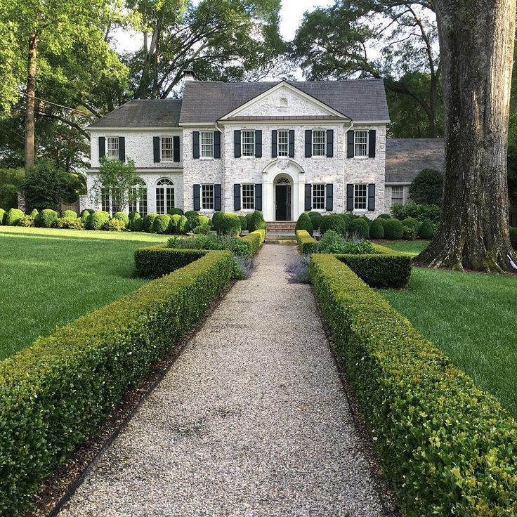 Limestone & Boxwoods - Instagram (@limestoneboxwoods) - A beautiful landscape and house on Peachtree Battle in Atlanta.
