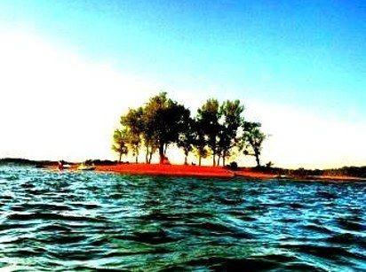 Rent a kayak and have a picnic on Luau Island. | 12 Secrets Nashville Natives Don't Want You To Know About