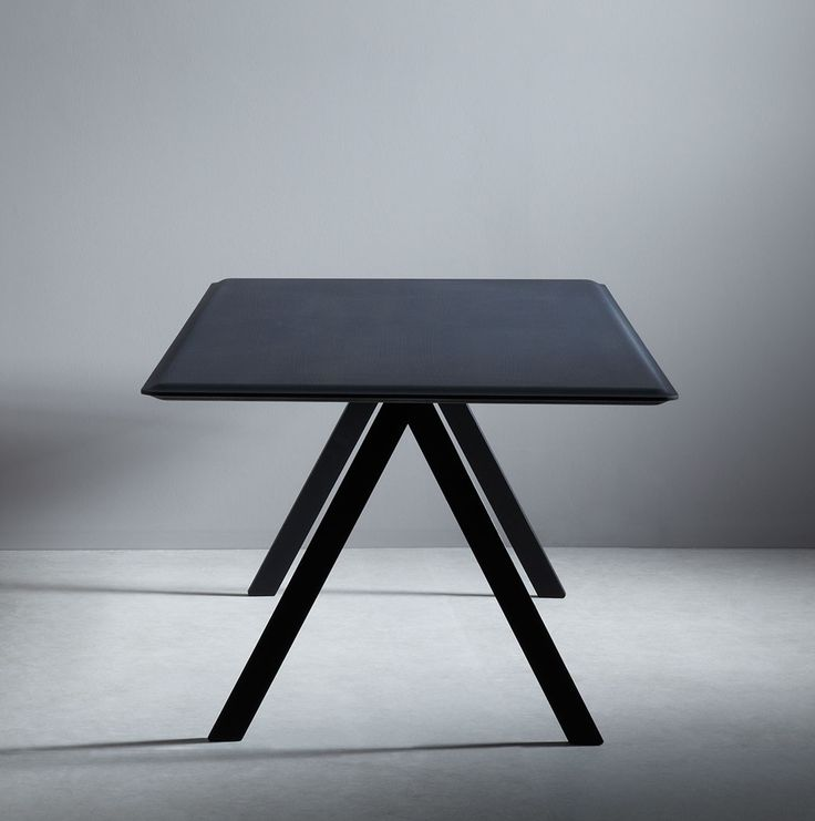 Clara Stil   Gentle Tisch. Design: Eric Degenhardt für Böwer