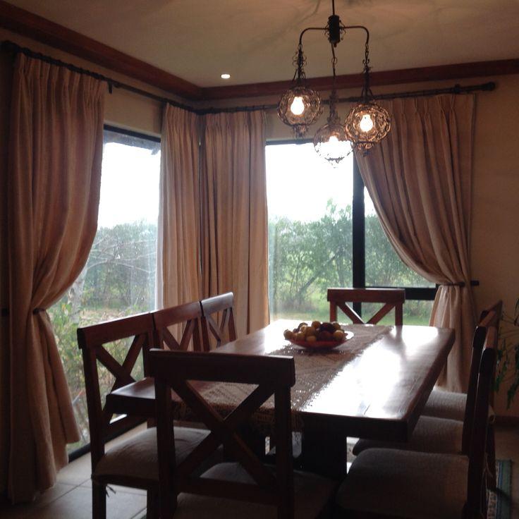 cortinas, cortinajes, barras de fierro