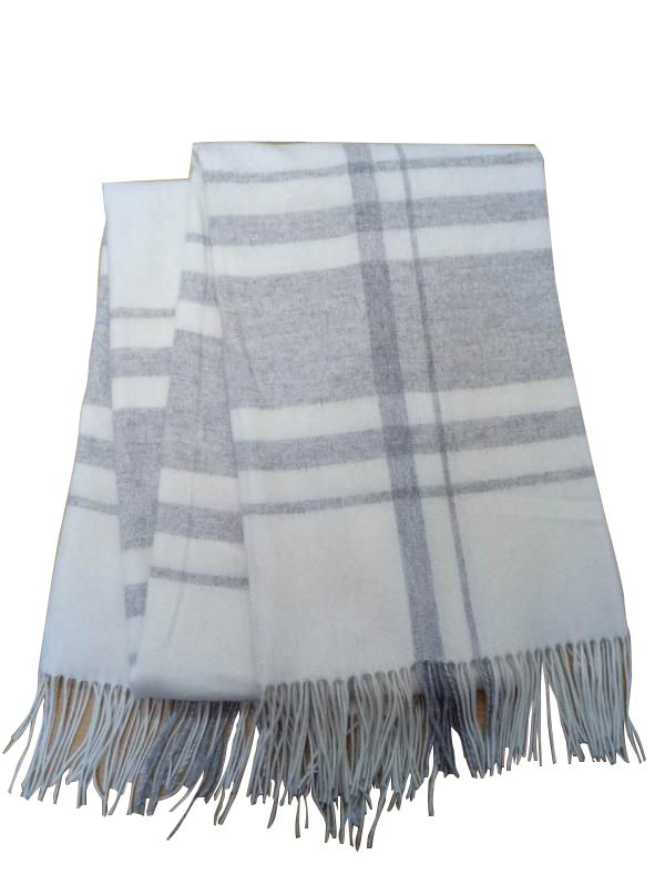 WOOL BLANKET GREY IVORY LV BLANKETS AND BEDDING LVBB012 GREY IVORY Stay snug when the temperature drops with our beautiful wool blanket.