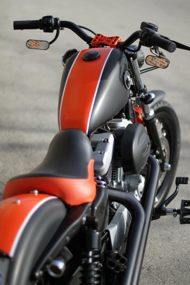 Harley-Davidson Sportster 883 IRON...