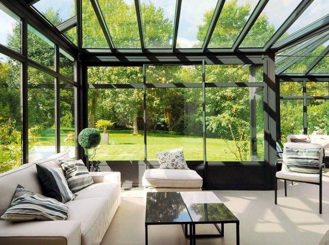 Ravissant salon aménagé dans une véranda. http://www.m-habitat.fr/veranda/construire-une-veranda/l-amenagement-d-une-veranda-802_A