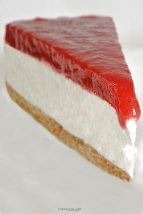 Cheesecake freddo allo yogurt, panna e fragole   @vicaincucina