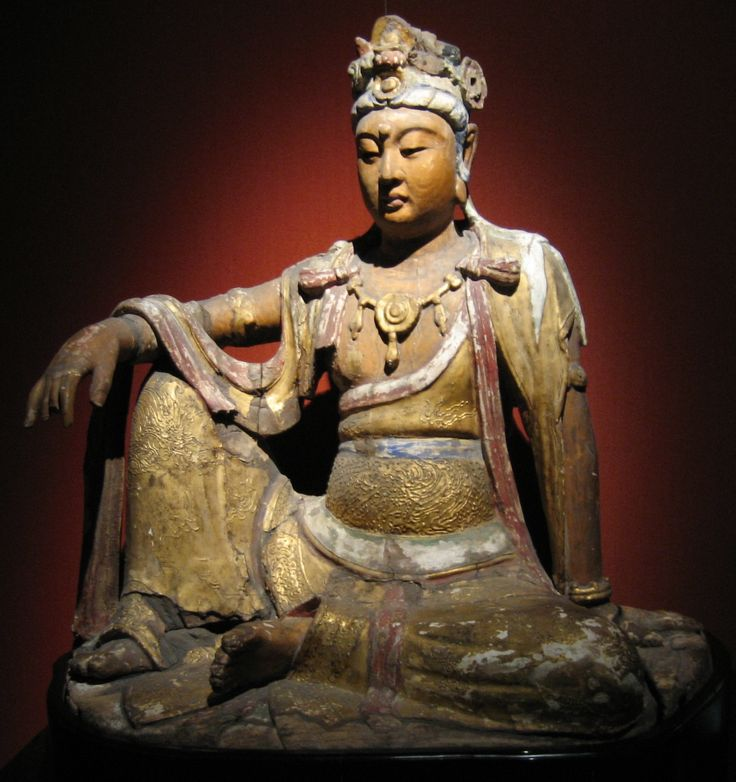 A wooden and gilded Bodhisattva statue made during the Chinese Song Dynasty, now located in the Shanghai Museum. (Mountain/Wikipedia) http://www.visiontimes.com/2012/11/22/a-story-of-cultivation.html