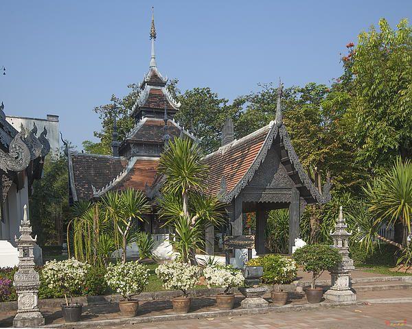 2013 Photograph, Wat Chedi Luang Wiharn Chatura Muk, Tambon Phra Sing, Mueang Chiang Mai District, Chiang Mai Province, Thailand. © 2013.  ภาพถ่าย ๒๕๕๖ วัดเจดีย์หลวง พระวิหารจตุรมุข บูรพาจารย์ ตำบลพระสิงห์ เมืองเชียงใหม่ จังหวัดเชียงใหม่ ประเทศไทย
