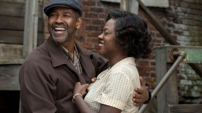 How the 'Fences' Sound Team Built an Emotional Soundscape for Denzel Washington's Dialogue http://fuckdate.nu/2016/12/24/how-the-fences-sound-team-built-an-emotional-soundscape-for-denzel-washingtons-dialogue/  Denzel Washington's Fences is an impassioned, dialogue-driven journey where sound plays a surreptitious role that they didn't want you to notice.         Adapted from August Wilson's Pulitzer Prize-winning play, Fences follows Troy (Denzel Washington), a sanitation worker who tries to…
