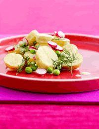 Kartoffelsalat med karrydressing, dild, radiser og nye ærter