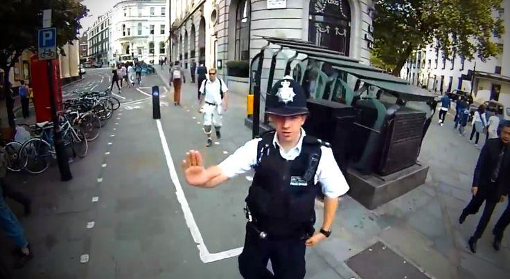 Hoppá, a legjobbak is tévedhetnek olykor! :D A rendőr kicsit izgult az első napján, és benézte a dolgokat. Egy óráig csak visítottam rajta!