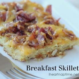 Super easy and YUMMY breakfast skillet on iheartnaptime.net ...combines all my favorites: bacon, cheese and eggs!