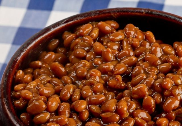 Homemade vegetarian baked beans: Basic baked beans in the crockpot