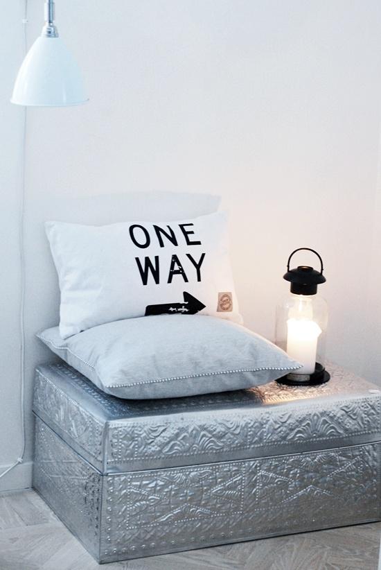 One way: Cushions Cojin, Homedecor Livingroom, Diy'S Seats, House Doctors, Pillows Idea, Design Homedecor, Pillows Design, Easy Diy'S, Metals Boxes