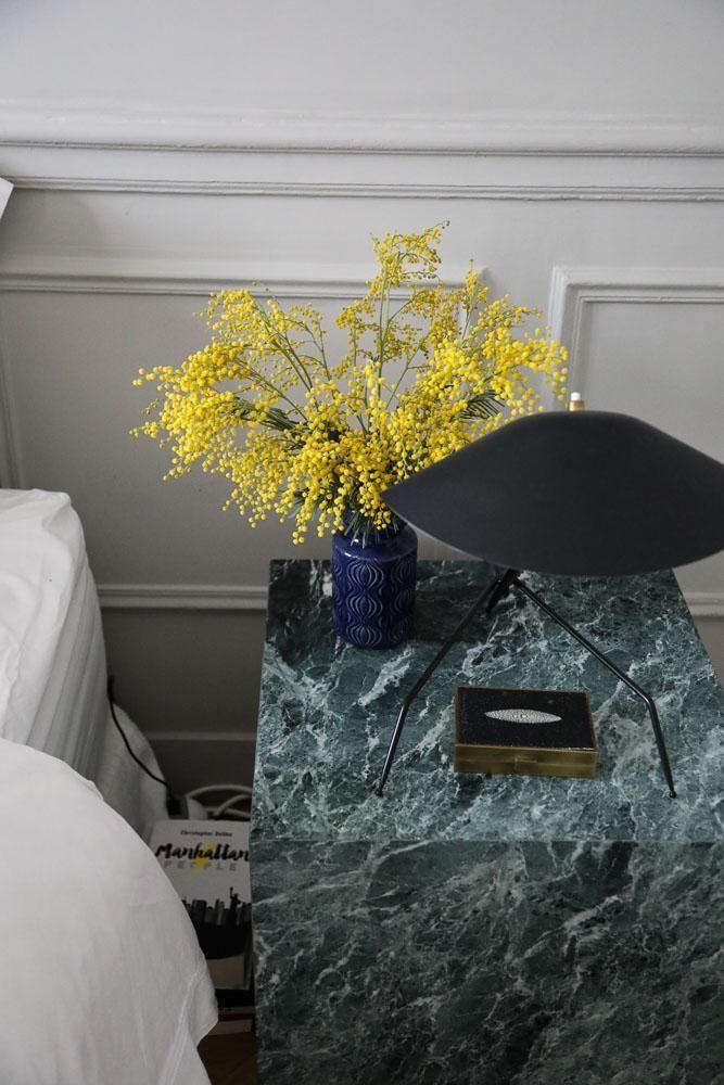 Table de chevet Marbre Chambre couple Appartement Paris Marianne Fersing