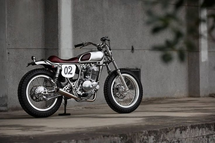 Suzuki GN250 Street Tracker by 2 Load Custom Shop - Photo by Double Photography #motorcycles #streettracker #motos | caferacerpasion.com