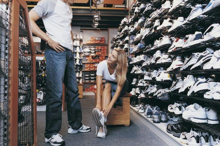 Los mejores zapatos para jugar tenis con juanetes . Los juanetes son una condición dolorosa que puede interferir con el ejercicio e incluso las actividades sencillas como caminar. Un juanete es una deformidad ubicada en la base de tu dedo gordo del pie, las articulaciones metatarsofalángicas, ...