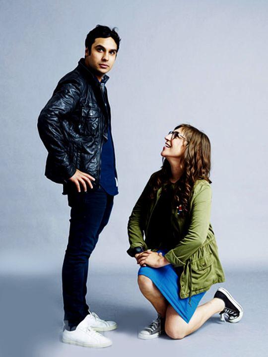The Big Bang Theory's Kunal Nayyar and Mayim Bialik Comic-Con 2015  Portraits - EW