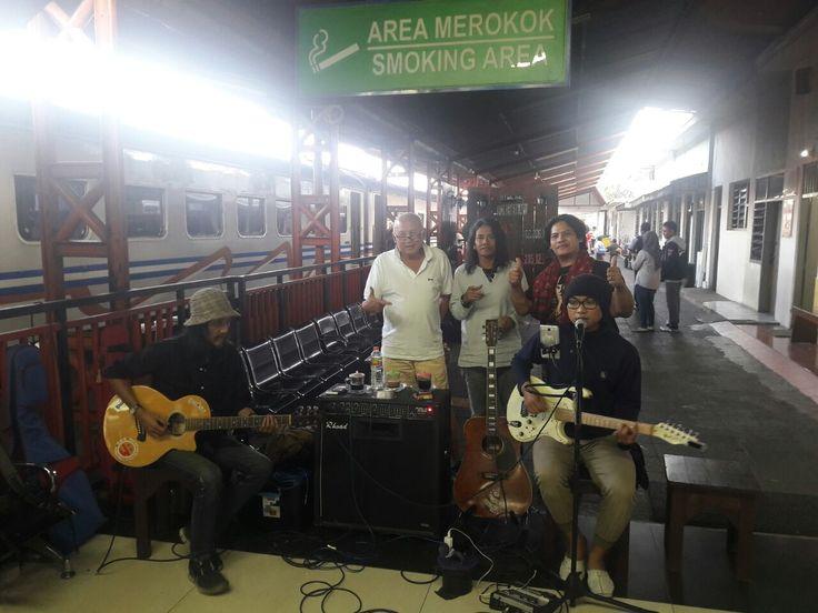Tinton Soeprapto: Musisi Seperti Wahyoe GV Harus Dilestarikan https://malangtoday.net/wp-content/uploads/2017/06/WhatsApp-Image-2017-06-29-at-19.57.14-1.jpeg MALANGTODAY.NET – Gelaran musik para musisi asli Malang yang dilaksanakan di Stasiun Kota Baru mendapat apresiasi dari banyak kalangan. Karena selain menghibur para penumpang yang tengah menunggu jadwal, helatan tersebut juga dirasa menjadi salah satu upaya memperkenalkan kekayaan musik di... https://malangtoday.ne