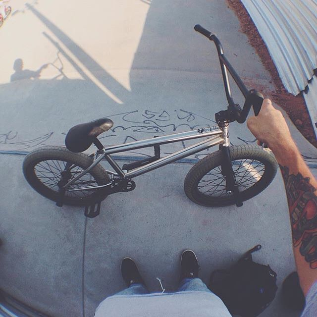 @kakarotobmx always keeping his bike dialed in #Brazil! #bmx #flybikes #bike…