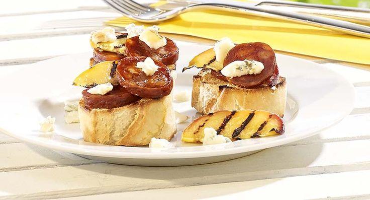 Crostinis sucrés-salés au salami