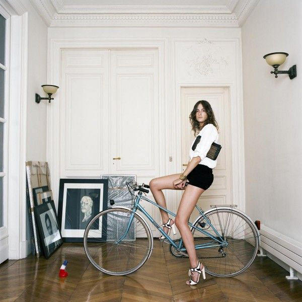 75 Parisiennes: An Intimate Look at the Women of Paris - Live_Art