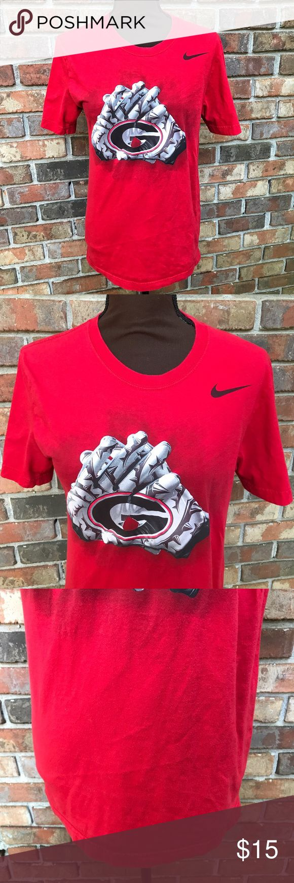 Red Georgia Bulldog Short Sleeve Standard Fit Tee Lightly Used   Great Condition   All Red   Georgia Bulldog Logo & Gloves in Middle   Small Patch Missing   Normal Signs of Wear   Standard Fit   Short Sleeve   Nike Logo on Top Right Front   Black Georgie Lettering on Right Sleeve   Length: 16.5ins   Bust: 36ins   Sleeve Length: 9ins   100% Cotton   Nike Tops Tees - Short Sleeve