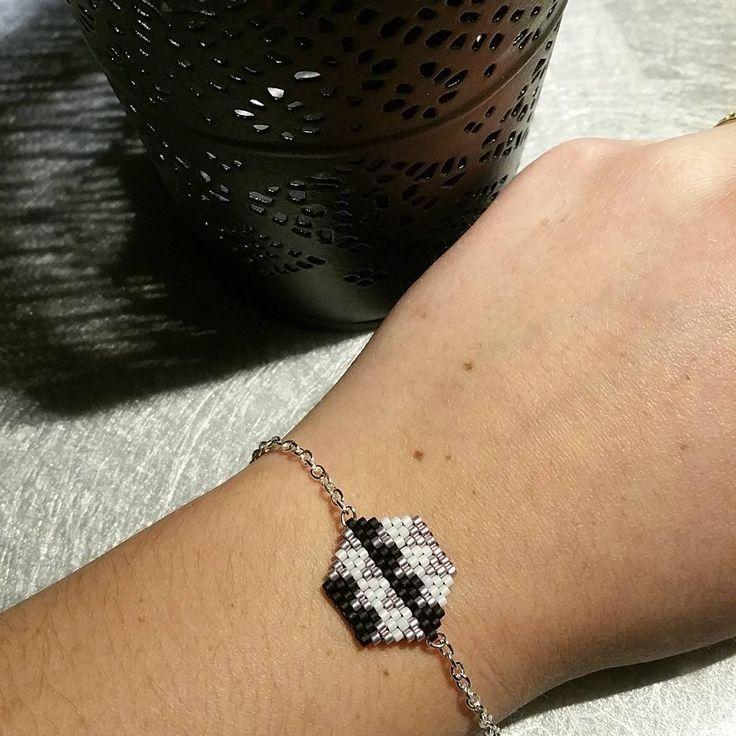 Nouveau bracelet en vente #tissage #miyuki #miyukidelica #brickstitch…