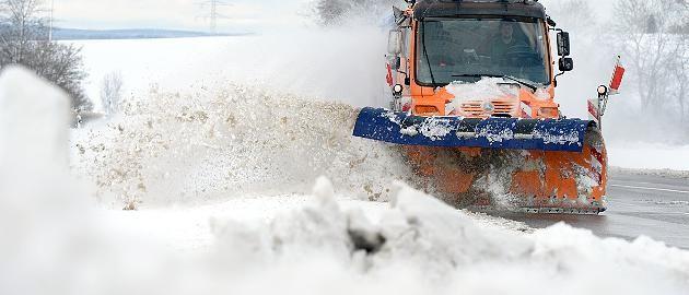 +++ Wetter-Ticker +++ Schnee-Chaos: 342 Kilometer Stau in NRW, A1 und A8 gesperrt, Unfälle auf A3 http://www.focus.de/panorama/wetter-aktuell/wetter-aktuell-lastwagen-verlieren-bodenhaftung-a8-zeitweise-gesperrt_id_4445811.html