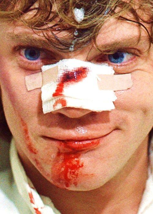 """Malcolm Mcdowell es uno de mis actores favoritos. El chico de """"La Naranja Mecánica"""" hoy peina un pelo muy blanco, pero mantiene el enigma de su mirada."""