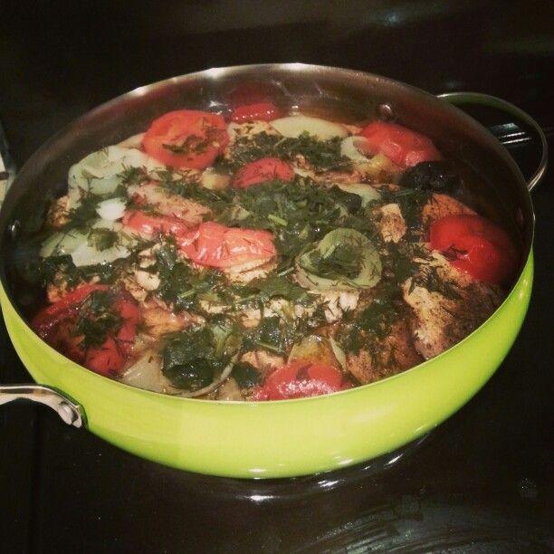 Свинина, тушеная с помидорами, черносливом и барбарисом