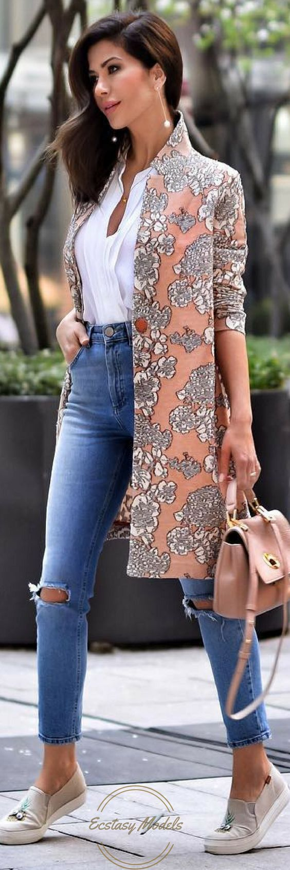Floral Front Coat by @falconeriofficial // Fashion Look by shortstoriesandskirts